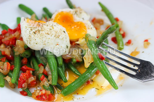 teplyj-salat-so-sparzhevoj-fasolju-i-jajcom-11