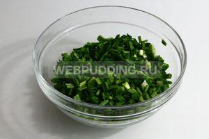 nalivnoj-pirog-s-yajtsom-i-zelyonym-lukom-2