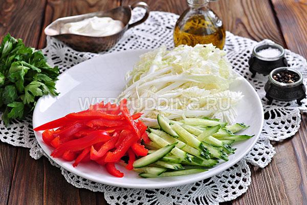 Шаг 5. Режу полосками болгарский перец.