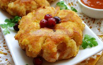 Курица с ананасами на сковороде