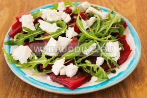 svekolnyj-salat-s-rukkoloj-i-syrom-4