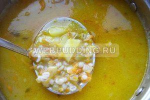 sup rassolnik s perlovkoj i solenymi ogurcami 7
