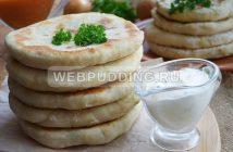Лепешки с луком на сковороде