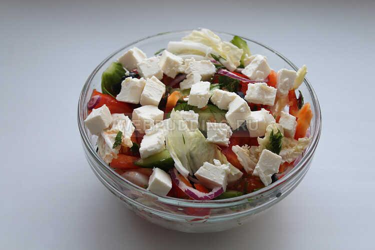 grecheskij salat s pekinskoj kapustoj i rassolnym syrom 12