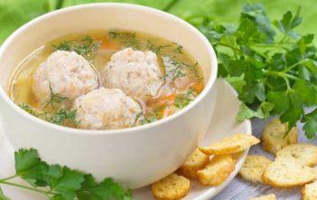 Картофельный суп с фрикадельками из трески